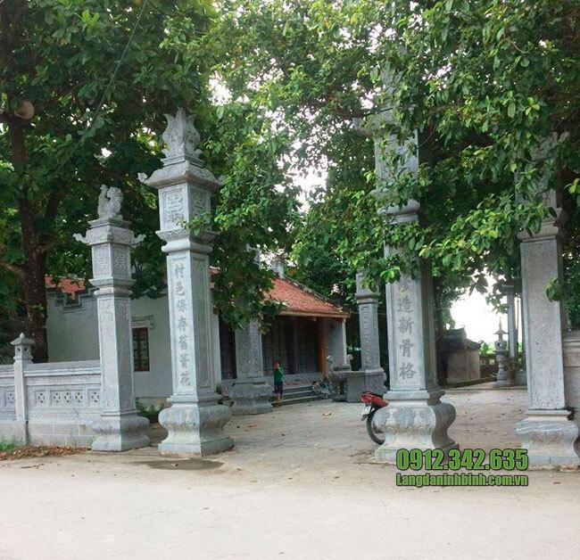 Cổng tam quan chùa bằng đá