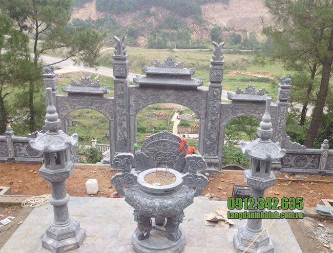 Cổng chùa bằng đá