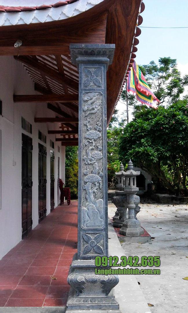 Cột hiên nhà chùa