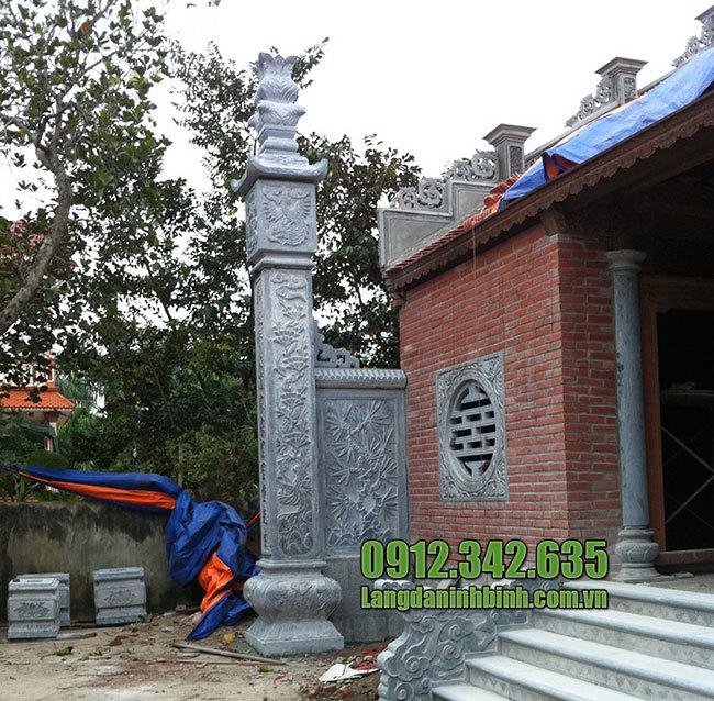 Cột đá nhà từ đường