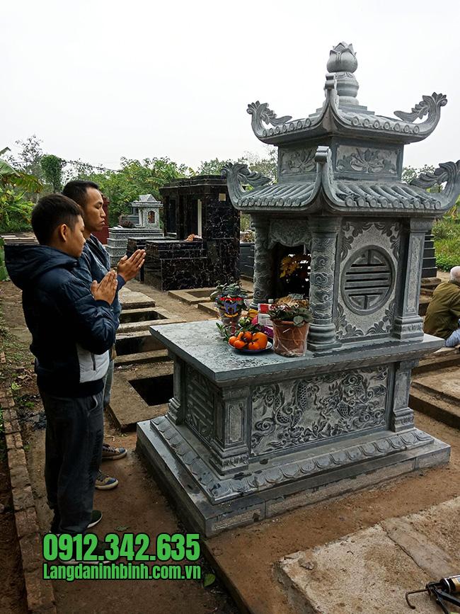 Mẫu mộ đá hai mái