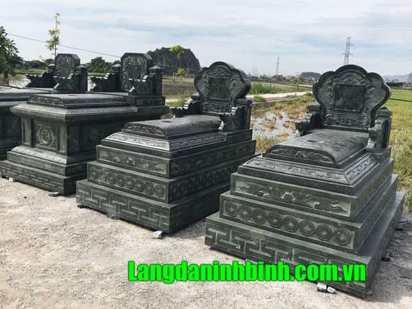 Mẫu mộ đá xanh rêu