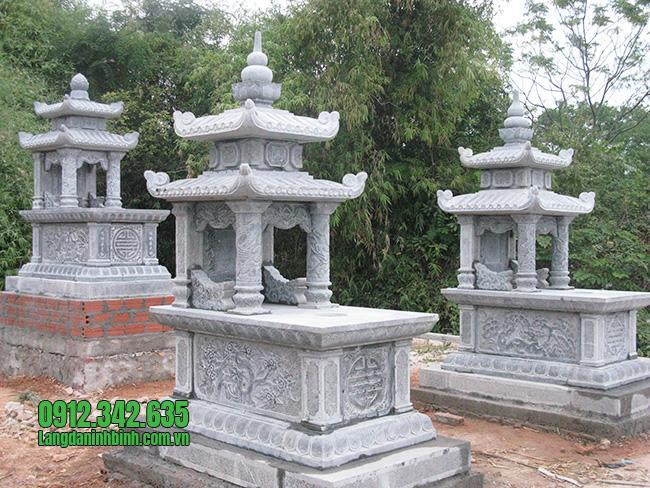 Mẫu mộ hai mái bằng đá