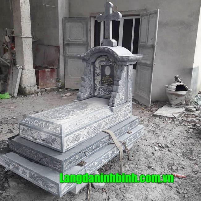 Mẫu mộ tam cấp đá