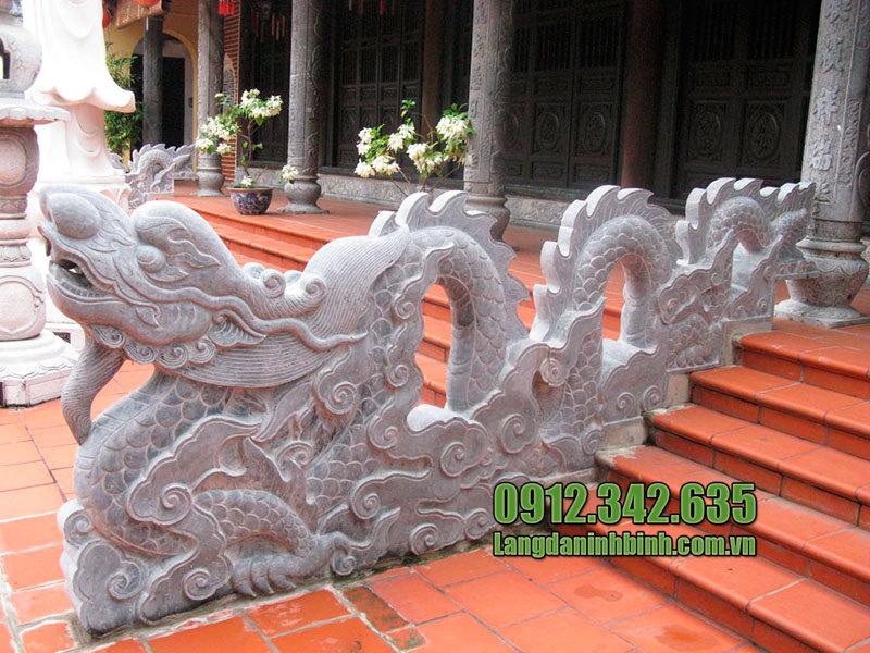 Tượng rồng đá bậc thềm Ninh Bình bằng đá xanh tự nhiên nguyên khối