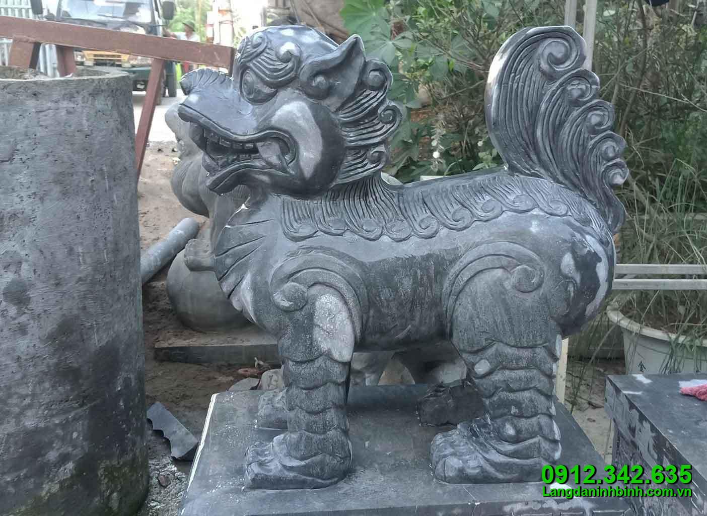 Con nghê bằng đá - Công đức vào chùa, đình, đền, nhà thờ họ