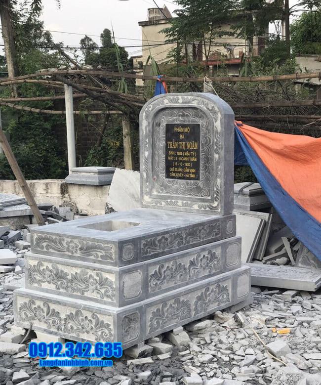 mộ tam cấp đá tại long an