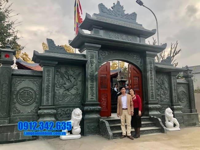 Cổng tam quan chùa bằng đá tại Bình Định