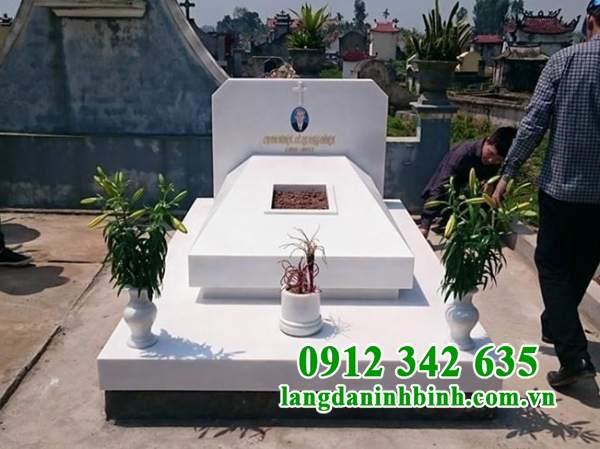 Mẫu mộ đẹp miền Nam bằng đá trắng